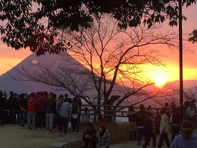 さぬき富士と初日の出